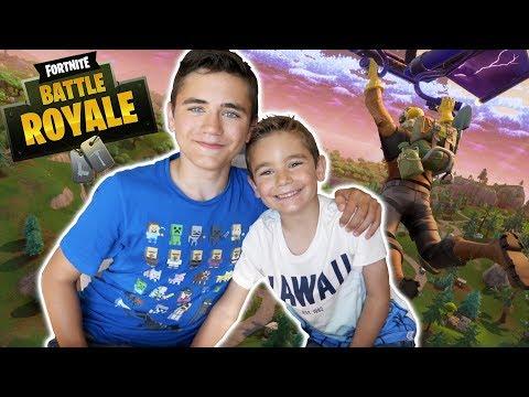 FORTNITE vs SWAN THE VOICE : J'apprends à jouer à mon petit frère - Néo The One