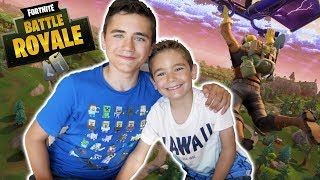 FORTNITE vs SWAN THE VOICE : J'apprends à jouer à mon petit frère - Néo The One