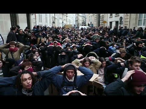 فيديو: مظاهرات غاضبة لطلبة فرنسيين احتجاجا على إغفال ماكرون ذكرهم في خطابه …  - 21:53-2018 / 12 / 11
