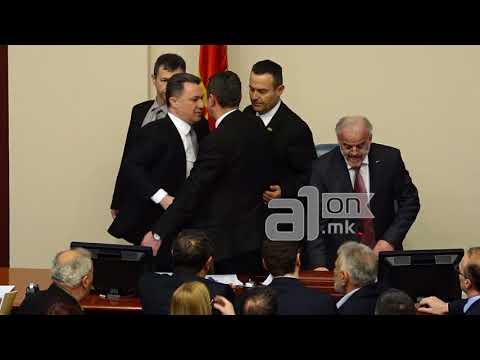 Груевски по вторпат го нападна Џафери