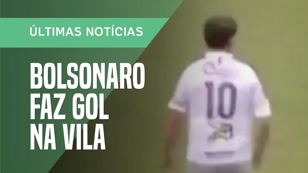 Jair Bolsonaro faz gol e cai em jogo beneficente na Vila Belmiro, em Santos (SP)