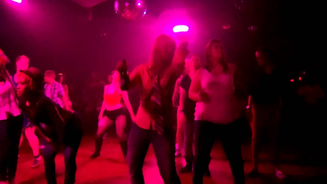 Lesbian Dance Club 71