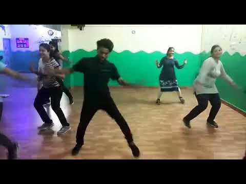 morni-banke-lyrical-|-badhaai-ho-|-guru-randhawa-|-tanishk-bagchi-|-neha-kakkar-|-ayushman-k,sanya-m