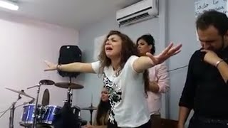 Gitana cantando alabanza impresionante voz