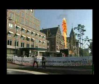 Vlam van 15 meter bij hoofdkantoor Shell