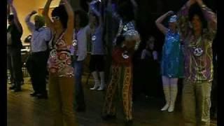 soirée disco à la bazoge montpinçon le casl fait son show