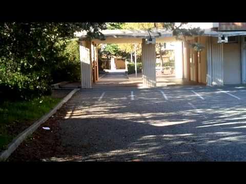 vous visitez la cour b coll ge jean moulin salon de provence youtube. Black Bedroom Furniture Sets. Home Design Ideas