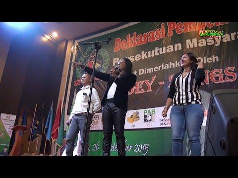 POEY STINGs dalam lagu '' Kusapu Air Mata Tanda Perpisahan'' Saat Tampil di Kota Dumai