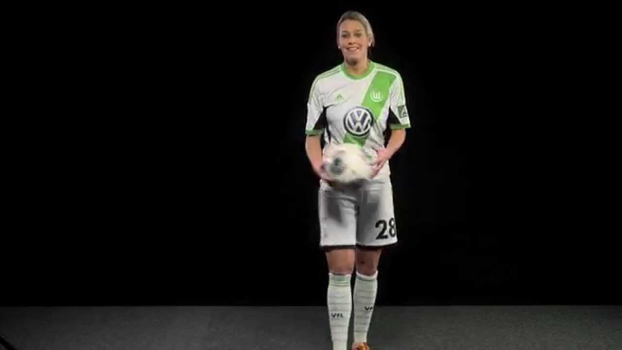 Caddy Soccer Dribbelquiz mit Lena Goeßling vom VfL ...