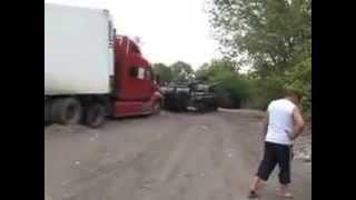 Танк вытягивает фуру Волгоград