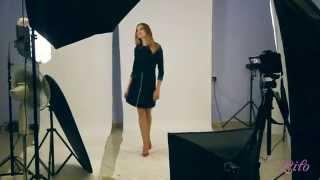 Короткое черное платье-трапеция с кожаными вставками