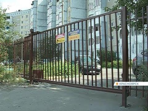 Тюрьма или островок безопасности: красноярцы массово устанавливают вокруг многоэтажек глухие заборы