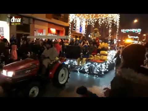 Cientos de niños acuden a ver a los Reyes Magos en Sarria