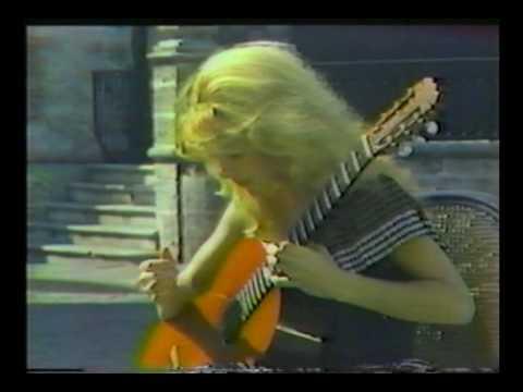 Rare Guitar Video: Liona Boyd plays Campanas del A...