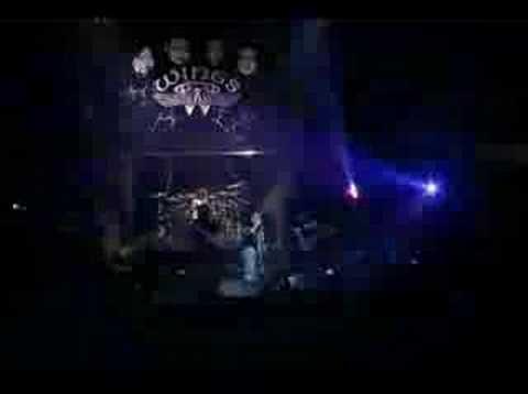 Jerangkung Dalam Almari - Wings (Live)