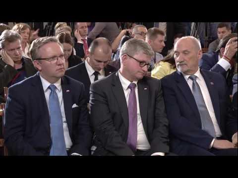 NATO Secretary General with the President of Poland, 07 JUL 2016, 2/3