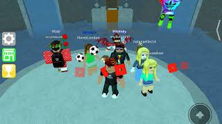 Playing epic mini game ROBLOX(I suck)