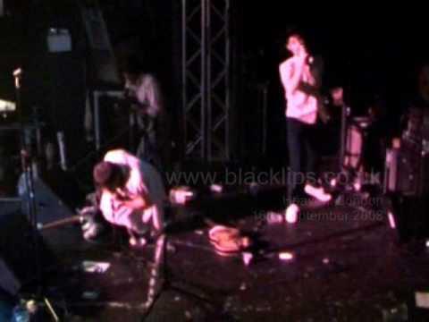Black Lips start a riot at Heaven Club in London! - Juvenile