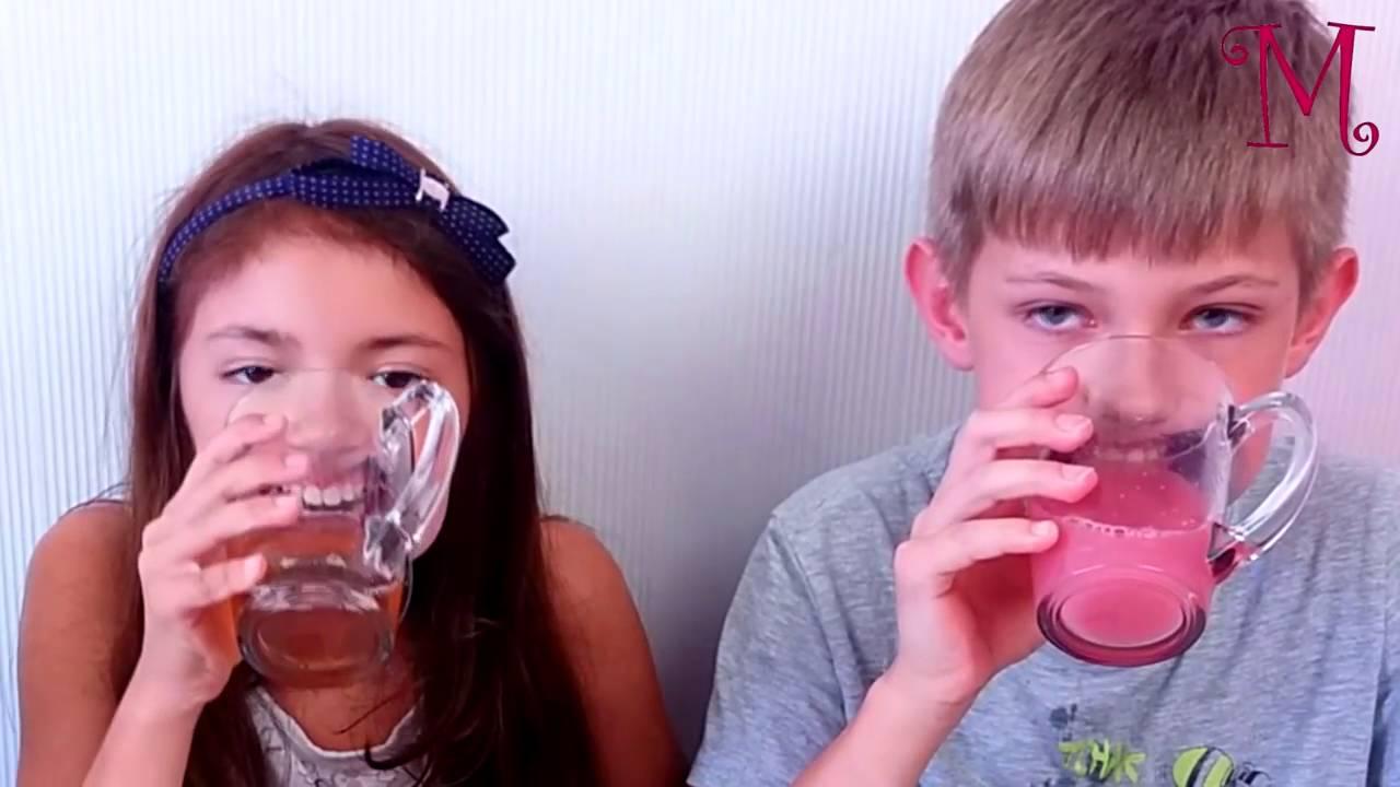 Девушка с расширителем во рту, посмотреть короткий ролик