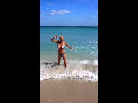 Funny Beach Adult prankKaynak: YouTube · Süre: 1 dakika48 saniye