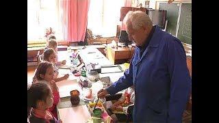 Курянин Валерий Цымбулов превращает уроки в спектакли