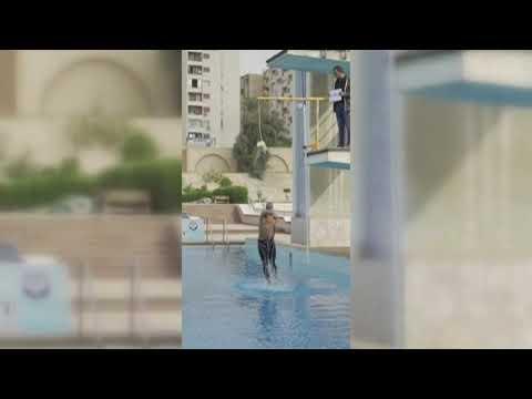 El impresionante récord Guinness de Omar Sayed saltando 2,30 metros desde dentro a fuera del agua