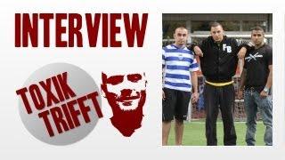 Toxik trifft - Farid Bang, Majoe & Jasko auf dem Fußballplatz
