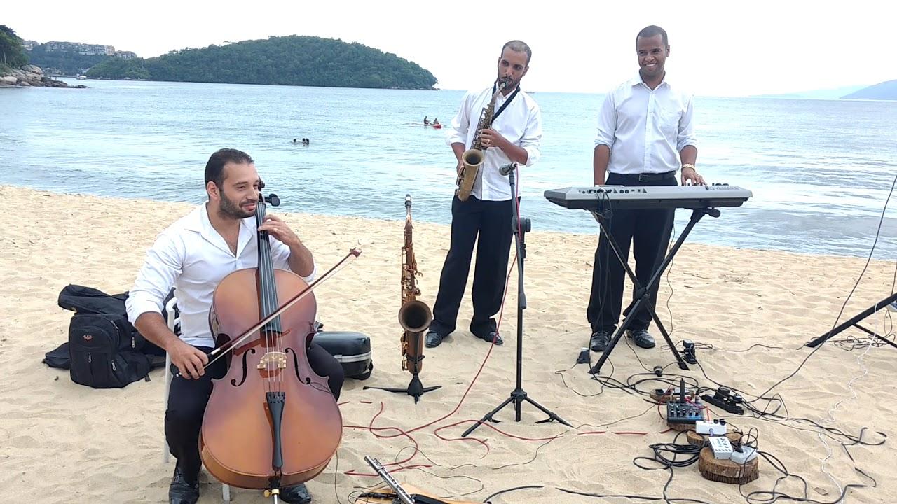 Filmes Sobre Musicos intended for casamento na praia, antes da cerimônia músicos tocam tema do filme