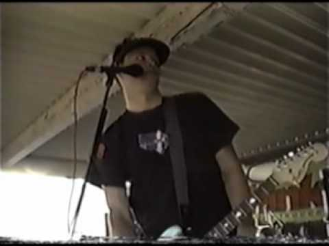 11---blink-182---13-miles-live-at-riverside