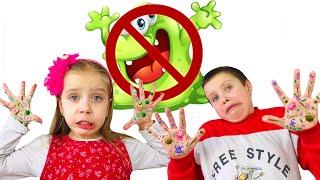 Тима и Даша показывают КАК ВАЖНО МЫТЬ РУКИ! История про мытье рук Микробы на руках