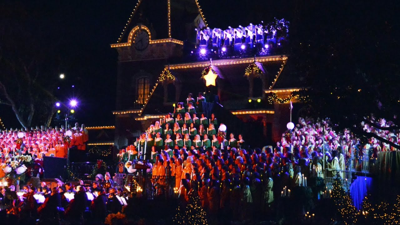 Disney S Candlelight Processional 2013 At Disneyland With