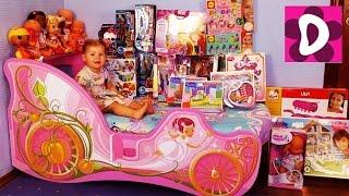 ✿ Подарки на 8 Марта Свинка Пеппа Монстер Хай Кукла Ненуко Кукла Штефи Nenuco Peppa Pig Monster High(На праздник 8 Марта Дина открывает подарки в своей комнате. Ей подарили такие подарки: ✿ Подарки на 8 Марта..., 2016-03-09T19:11:36.000Z)