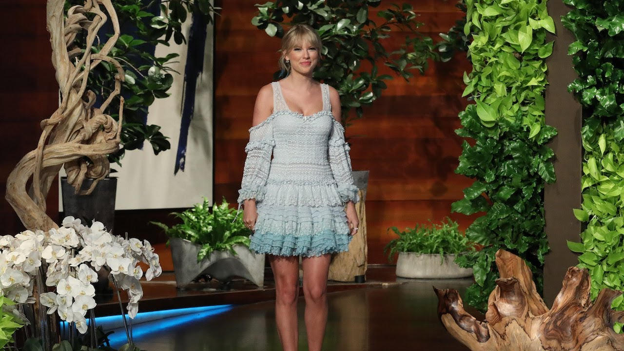 Does Taylor Swift Wash Her Legs in the Shower?