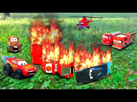 Disney Pixar Cars 3 Lightning McQueen and Jackson Storm Race Red Mack Hauler Giant Crash Starts Fire