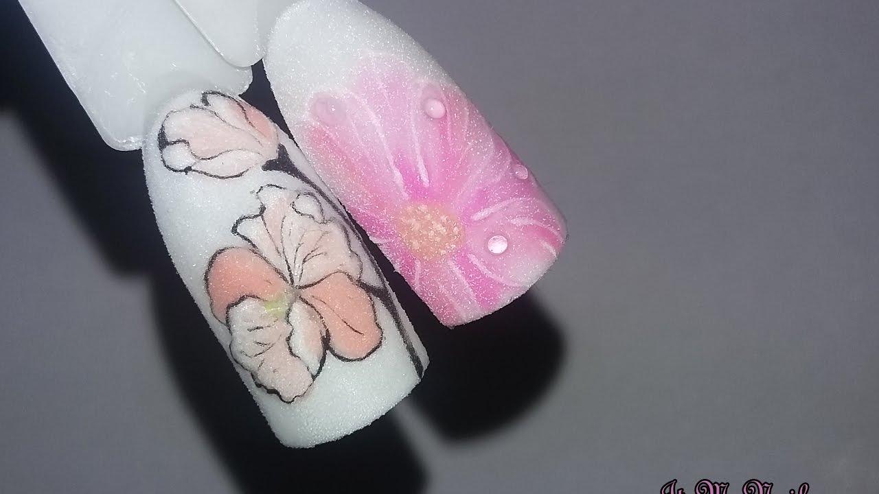 Полупрозрачные цветы на ногтях