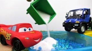 🚗¡Rayo McQueen construye un garaje!🚗 Vídeos para niños.  Rayo McQueen  juegos para niños  en español