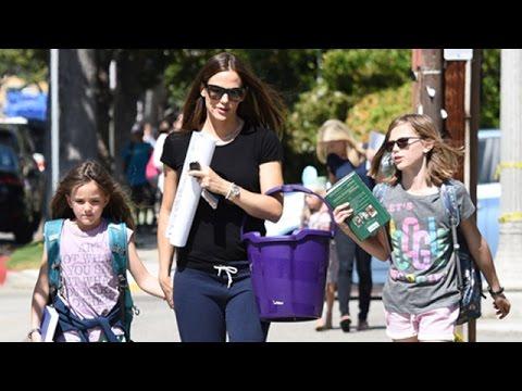 Jennifer Garner Goes Casual, Rocking Sweatpants In Brentwood