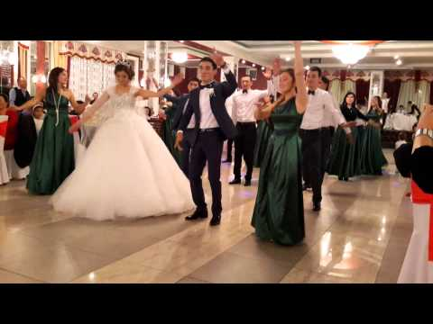 Видео: Флешмоб на свадьбе в Оше Калынур и Азиза