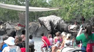 Dinosaurio ataca niño
