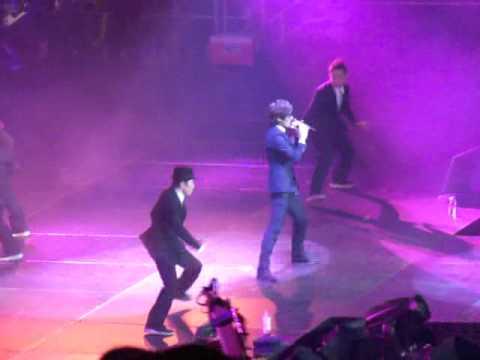[FANCAM] 111023 SMTOWN NYC Kangta Performing 愛,頻率 Breaka Shaka Korean Version
