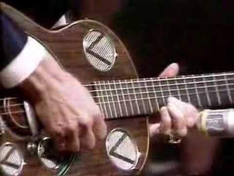 Chet Atkins performs