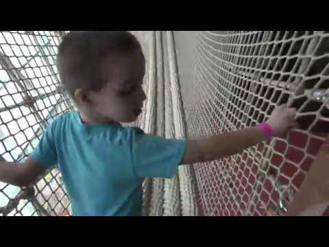 видео: VLOG Крутейший детский центр с горками, пушками и канатными подвесными мостами