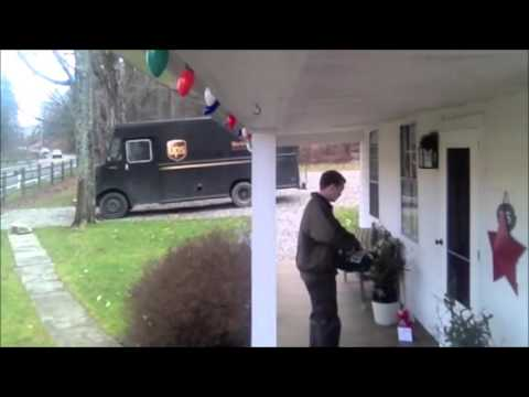 UPS Driver gets jiggy with Christmas tip (with music)