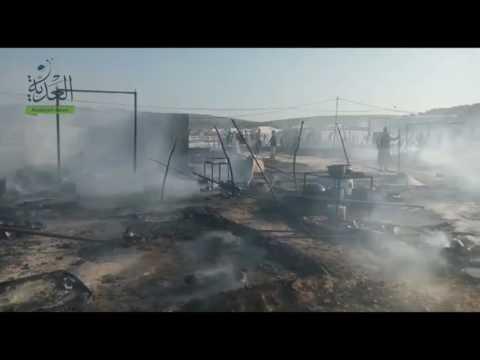 احتراق مخيم للنازحين السوريين قرب الحدود التركية بغارة من طائرة دون طيار