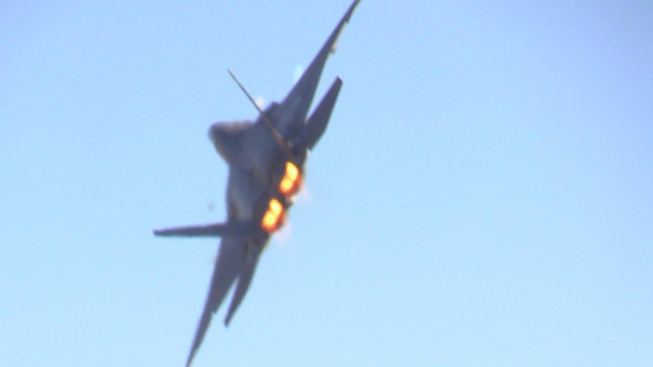 2014 F-22 RAPTOR DEMO @ CALIFORNIA CAPITAL AIR SHOW