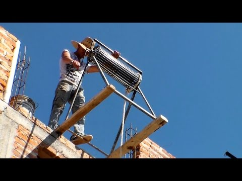 Polea para subir cargas, ingenio y creatividad de albañiles