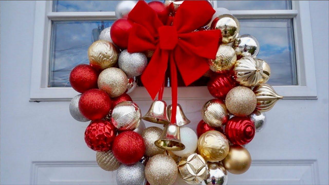 Decoraciones de navidad como hacer corona de esferas for Decoracion de puertas para navidad