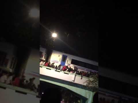 Detik-detik penonton Drama Kolosal Jatuh dari Viaduk Jalan Pahlawan Surabaya Mp3