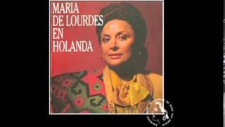 Con Mis Propias Manos - María de Lourdes