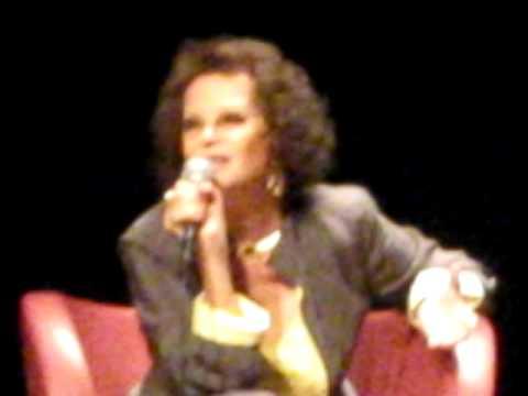 Paris Claudia Cardinale à la Biblioteque F. Mitterrand 3 luglio 2009